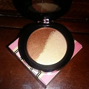 Two Faced Eye Shadow Duo